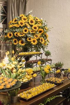 The Sunflower themed party can be a beautiful option for birthdays, weddings, baby showers and so many other events. Sunflower Wedding Decorations, Sunflower Party, Wedding Centerpieces, Wedding Flowers, Sunflower Centerpieces, Trendy Wedding, Fall Wedding, Rustic Wedding, Dream Wedding