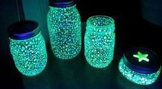 How to create fairy lanterns with Mason jars - Crafts - Tips and Crafts enfant Glow Stick Jars, Glow Sticks, Mason Jar Crafts, Mason Jars, Pots Mason, Fairy Glow Jars, Diy For Kids, Crafts For Kids, Fairy Lanterns