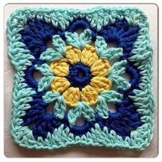Boa tarde fiorellini miei amo quadradinhos de crochê, pela sua praticidade e versatilidade, com eles se pode fazer de tudo. desejo a todo...