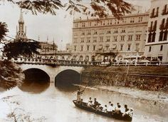 Rio Cali navegable en 1936 Cali Colombia, Spanish Pronunciation, Old Pictures, Paris Skyline, Places To Visit, Louvre, City, Building, Travel