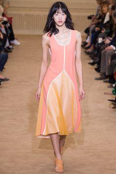 Roland Mouret Spring 2016 Ready-to-Wear Fashion Show - Sora Choi (Marilyn)
