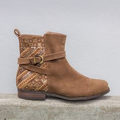Essa botinha é a cara do outono. #ValentinaFlats #shoes #fashion #loveit #loveshoes #shoeslover #flat #anabela #love #shoelovers #nice #style #outono #bota