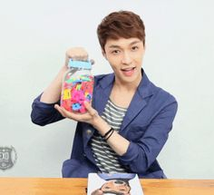 Eye Contact with EXO : Tender Love - Lay