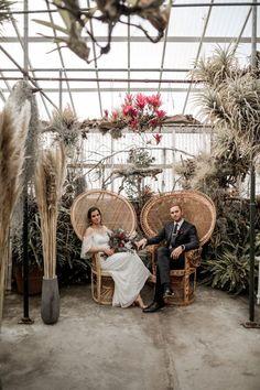 Pampas grass, whicker, and deep red booms are boho wedding essentials Altar, Boho Wedding, Wedding Blog, Wedding Venues, Wedding Trends, Wedding Ideas, Greenhouse Wedding, Diy Greenhouse, Boho Chic