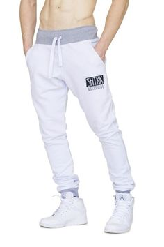 Sporty Outfits, Boy Outfits, Fashion Outfits, High Fashion Men, Mens Fashion Suits, Mens Joggers, Sweatpants, White Joggers, Boys Clothes Style