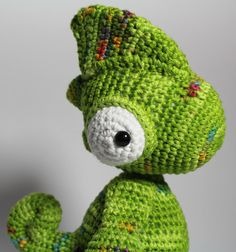 Häkelanleitung für ein niedliches Chamäleon als PDF E-Book / crocheting tutorial for a cute little chameleon by Kiezmasche via DaWanda.com