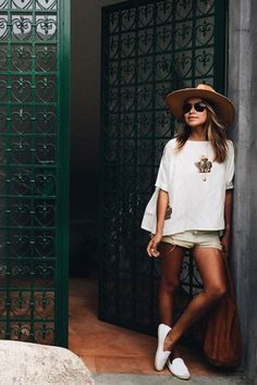 How To Dress For Your Body Type #shorts #blogger #fashion #summer #sunglaesses #hat