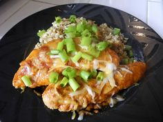 Low Carb Enchilada Chicken in the Crock pound chicken tenderloins 1 can enchilada sauce cup Low Fat Mexican Cheese 1 packet Taco Seasoning cup green onions chopped Crock Pot Food, Crockpot Dishes, Crock Pot Slow Cooker, Slow Cooker Recipes, Cooking Recipes, Healthy Recipes, Crockpot Meals, Crock Pots, What's Cooking