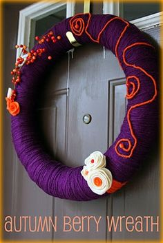 yarn wrapped autumn berry wreath - sweet!