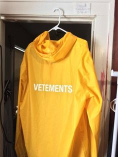 8e9ec7b9a7cd Vetements Vetements Rain Coat Size US L   EU 52-54   3 - 4