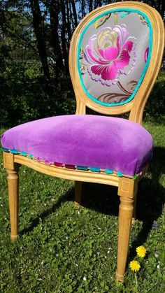 Makeover Chair MdM Lexquisetrouvaille – The Exquisite Finds – Mobilier de Salon Funky Painted Furniture, Painted Chairs, Shabby Chic Furniture, Furniture Decor, Timber Furniture, Furniture Outlet, Luxury Furniture, Dining Chairs, Diy Organization