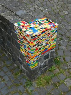 Lego Street Art Around The World. This Lego street art works in two ways: one, it makes the grey and boring street more colourful, all the while repairing the crumbling street brick walls. So it's basically a two-for-one Lego repair. Land Art, Street Art Utopia, Street Graffiti, Wall Street, Banksy Graffiti, Graffiti Lettering, Graffiti Artists, Street Signs, Lego Wall
