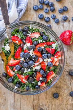 Summer Berry Kale Salad - Healthy, tasty and super nutritive, if you're looking for the perfect summer salad, this is it!