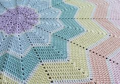 [Free Pattern] I Am Totally In Love With This Rainbow Ripple Baby Blanket