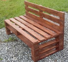 Wooden Pallet Furniture Here we have another mind-blowing pallet wood idea on the list of creative pallet furniture designs. This admirable pallet wood bench is all formed with the adjustment of pallet stacks in various patterns. Pallet Furniture Designs, Pallet Garden Furniture, Wooden Pallet Projects, Pallet Designs, Pallet Crafts, Pallet Ideas, Diy Furniture, Furniture Purchase, Diy Projects