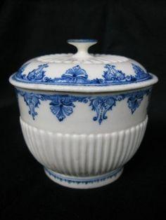 Sucrier en porcelaine de SAINT CLOUD - XVIIIe siècle