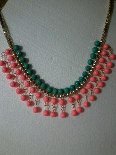 Collar verde y rosa