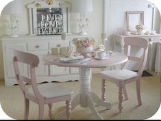 Shabby chic is a style of interior design that become more and more popular so we've gathered all these cool shabby chic decorating ideas for you. Shabby Chic Bedrooms, Shabby Chic Homes, Shabby Chic Decor, Rustic Decor, Rental Decorating, Shabby Chic Kitchen, Home Office Design, Cottage Chic, Shabby Cottage
