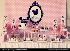 Minnie Mouse baby shower or little girl's birthday party theme ideas. Theme Mickey, Minnie Mouse Theme, Mickey Party, Pink Minnie, Mickey Mouse, Minnie Birthday, 1st Birthday Girls, First Birthday Parties, Birthday Ideas