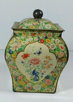 Gorgeous Vintage Square Tin Container w/Lid Made in Holland Biscuit Asian Floral