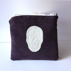 Porte-monnaie violet tête de mort en suédine avec perle et intérieur coloré