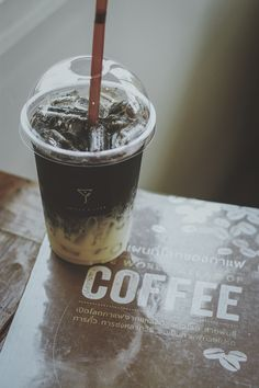 Coffee Espresso Bar, Everything Is Awesome, Cafe Food, Coffee Love, Mixed Drinks, Food And Drink, Clock, Tableware, Creative