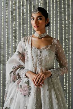 Indian Look, Dress Indian Style, Indian Fashion Dresses, Indian Designer Outfits, Designer Clothing, Asian Fashion, Hijab Fashion, Designer Dresses, Pakistani Dresses Casual