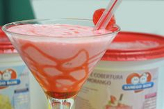 Se você gosta de Milk Shake, vai adorar essa receita de Milk Shake de Morango e Cereja. Veja como é fácil de fazer essa deliciosa receita. http://xamegobom.com.br/receita/milk-shake-de-morango-e-cereja/