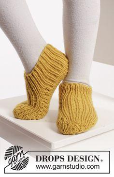 "Bernie's Socks - Gestrickte DROPS Hausschuhe in ""Merino Extra Fine"" mit Rippenmuster. Gr. 20 - 34. - Gratis oppskrift by DROPS Design"