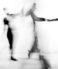 With his Shadow Light creation, Greek photographer, Vangelis Paterakis captures human bodies in motion under the light. Motion Photography, Men Photography, Abstract Photography, Artistic Photography, Ulzzang Girl Fashion, John Batho, In This World, The Dark Side, Photo D Art