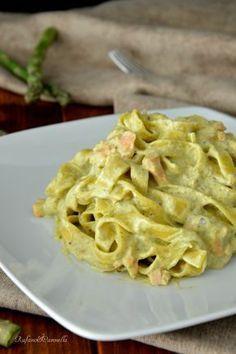 Tagliatelle con crema di asparagi e salmone