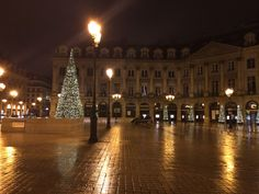 Visiting Paris | Paris at Christmas | Trip to Paris | Paris France | Where to stay Paris | Hotels in Paris | Where to go in Paris | What to do in Paris | Where to Eat in Paris | Paris via @beenthereblank | travel blogger |