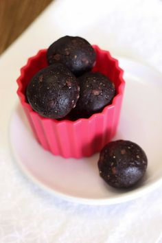 Sarah Bakes Gluten Free Treats: guest post...chocolate peppermint cookie dough bites