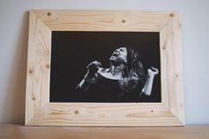 Cadre fait avec des lames de lambris. Dimensions externes : 40x55 cms. Photo de mon cru (tirage sur papier baryté).