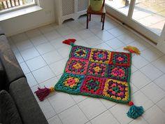 Crochet with Zpagetti yarn Crochet Doily Rug, Crochet Carpet, Diy Crochet And Knitting, Crochet Patterns, Crochet Granny, Crochet Ideas, Granny Square Projects, Knit Rug, Crochet Home Decor