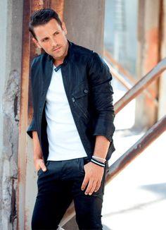 Νικόλας Greek Music, Beautiful Songs, Actor Model, Best Songs, Hot Guys, Idol, Actors, My Love, Celebrities