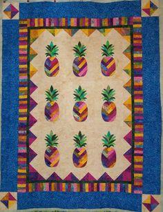 HAWAIIANA Laura S Hawaiian Pineapple Quilt Beautiful So Is The Quilting