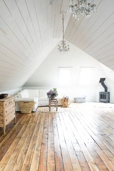 Check out these tips to get your home simplified and organized. Pantry organization tips to purging and minimizing every space in your home! # DIY Home Decor farmhouse style Simple Attic Space Attic Bedroom Designs, Attic Bedrooms, Attic Design, Attic Living Rooms, Attic Renovation, Attic Remodel, Installing Shiplap, Shiplap Diy, White Rooms