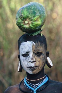 A beleza das Tribos Surma e Mursi, uma cultura em perigo, no sul de Etiópia 08