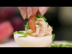 Paholaisen munat eli deviled eggs ovat herkullinen osa brunssia tai juhlatarjoilua. Paholaisen munat ovat klassikko alkupala. Katso resepti!