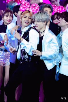 BTS's Jimin and V have a one of a kind friendship and these special VMin moments will live on in the hearts of ARMYs everywhere. Jimin Jungkook, Bts Vmin, V Taehyung, Bts Bangtan Boy, Bts Boys, Foto Bts, Jikook, K Pop, Boy Band