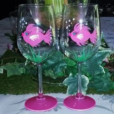 Pink Girly fish hand painted wine glasses by GlassesbyJoAnne Decorated Wine Glasses, Hand Painted Wine Glasses, Wine Glass Crafts, Wine Bottle Crafts, Wine Bottles, Vases, Bottle Painting, Dot Painting, Glass Design