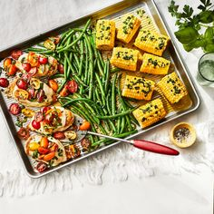 Baked Caprese Chicken With Green Beans and Corn Baked Caprese Chicken, Garlic Chicken, One Dish Dinners, One Pan Meals, Chicken Green Beans, Sheet Pan Suppers, Lemon Recipes, Bon Appetit, Chicken Recipes