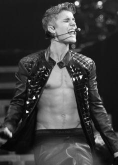 "Justin Bieber rocks a bare chest for his ""Believe"" tour! Justin Bieber Fotos, Justin Bieber Pictures, I Love Justin Bieber, Jonas Brothers, Nicki Minaj, Shawn Mendes, Kylie Jenner, Leather Men, Leather Jacket"
