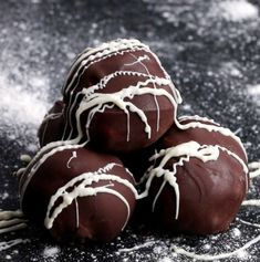 Easy Chocolate Truffles 4 Ways by Tasty White Chocolate Chips, Chocolate Truffles, Chocolate Brownies, Chocolate Covered, Chocolate Chocolate, Candy Recipes, Dessert Recipes, Recipes Dinner, Paleo Recipes