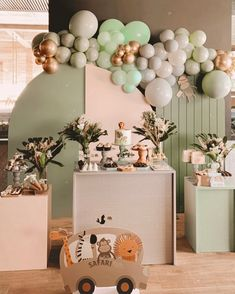 First Birthday Party Themes, Party Themes For Boys, Baby Girl 1st Birthday, Festa Safari Baby, Safari Party, Safari Decorations, Birthday Decorations, Balloon Decorations, Backdrops For Parties