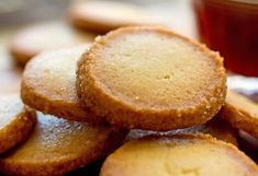 Cultured Butter Cookies: These cookies are crumblier, crisper and more buttery in flavor than the typical cookie made with high-fat sweet cream butter. Which is exactly why you should make them. Desserts Printemps, Cookie Recipes, Snack Recipes, Cookie Desserts, Butter Cookies Recipe, Cookie Butter, Peanut Butter, Shortbread Cookies, Molasses Cookies