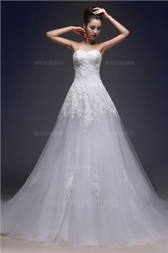 A-Line/Princess Strapless Sweetheart Chapel Train Tulle Wedding Dress