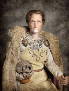 Viking Warrior, Viking Art, Viking Woman, Viking Reenactment, Medieval Costume, Strange History, History Facts, Art History, Renaissance