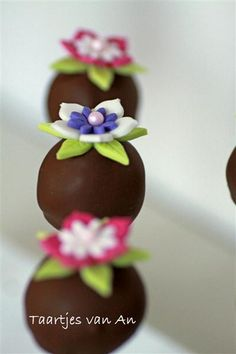 Flower brownie pops.